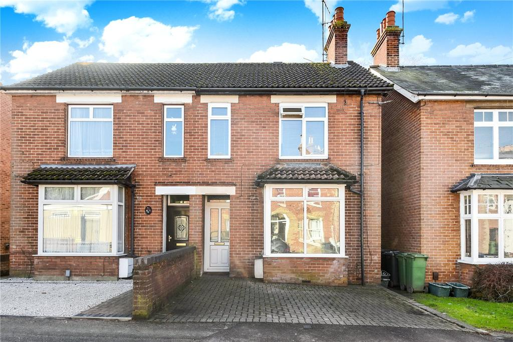 3 Bedrooms Semi Detached House for sale in Sarum Hill, Basingstoke, RG21