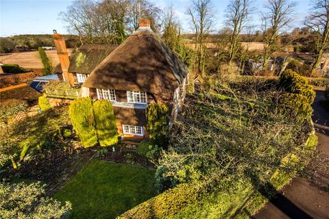 5 bedroom detached house for sale - Petersfield Road, Ropley, Alresford, Hampshire, SO24