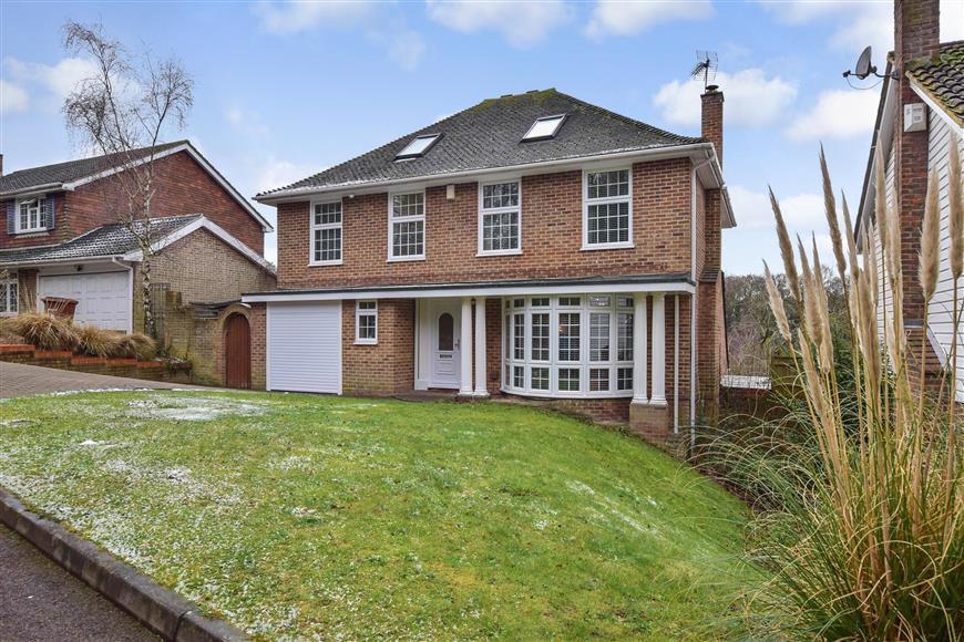 5 Bedrooms Detached House for sale in Wildwood Glade, Hempstead, Gillingham, Kent