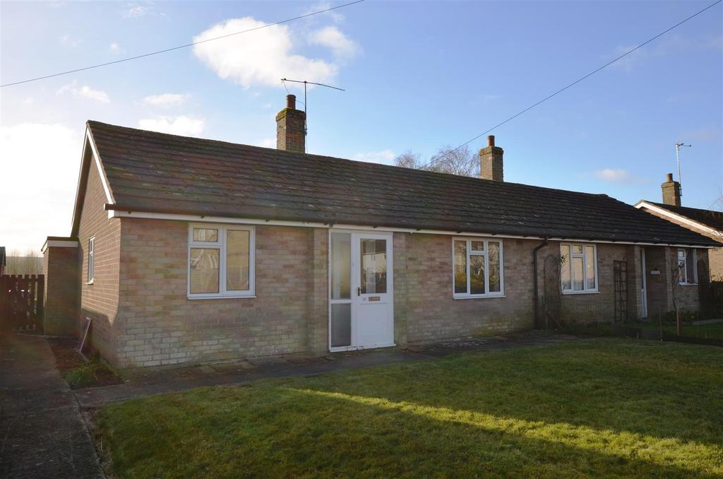 2 Bedrooms Bungalow for rent in Broadfields, Pewsey