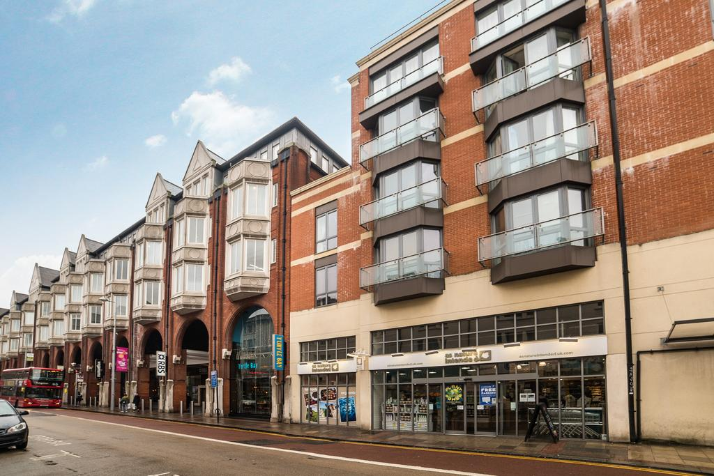 2 Bedrooms Flat for sale in James House, 18 Highstreet, Ealing