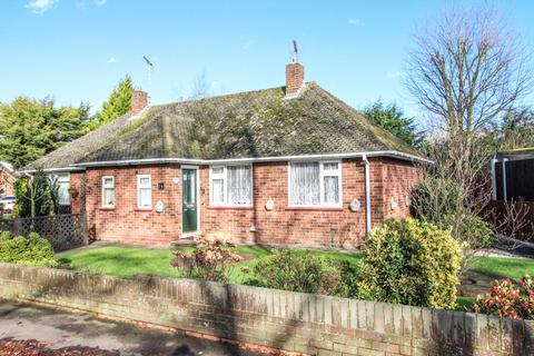 1 bedroom semi-detached bungalow for sale - Georges Drive, Pilgrims Hatch, Brentwood, Essex, CM15
