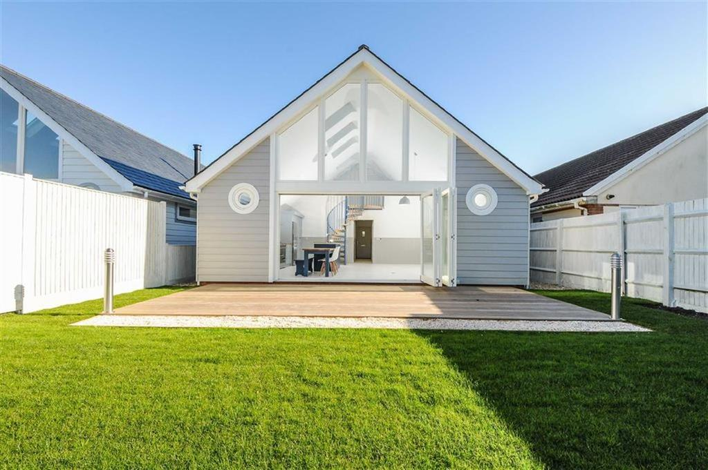 3 Bedrooms Detached House for sale in Charlmead, East Wittering, West Sussex