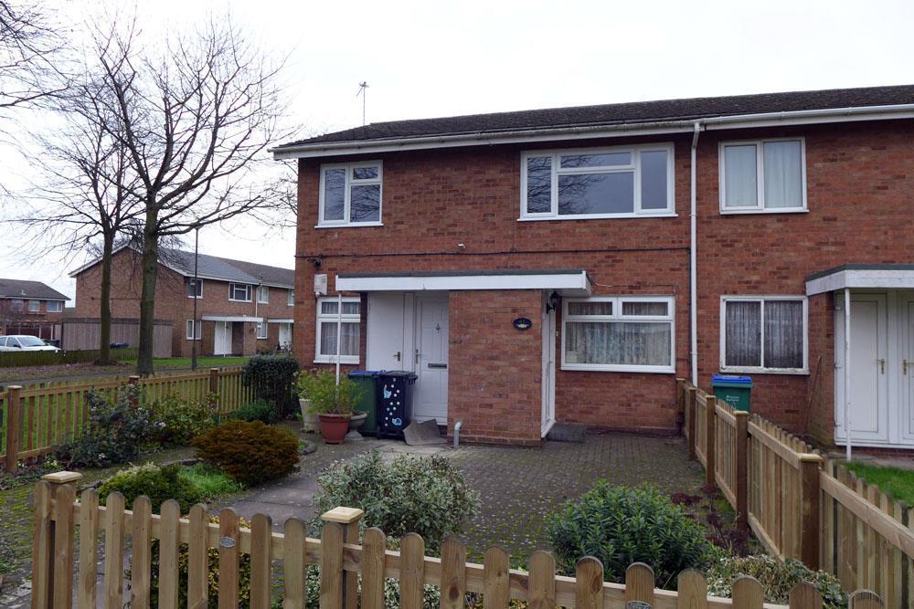 2 Bedrooms Flat for sale in Oakthorpe Gardens, Tividale, Oldbury