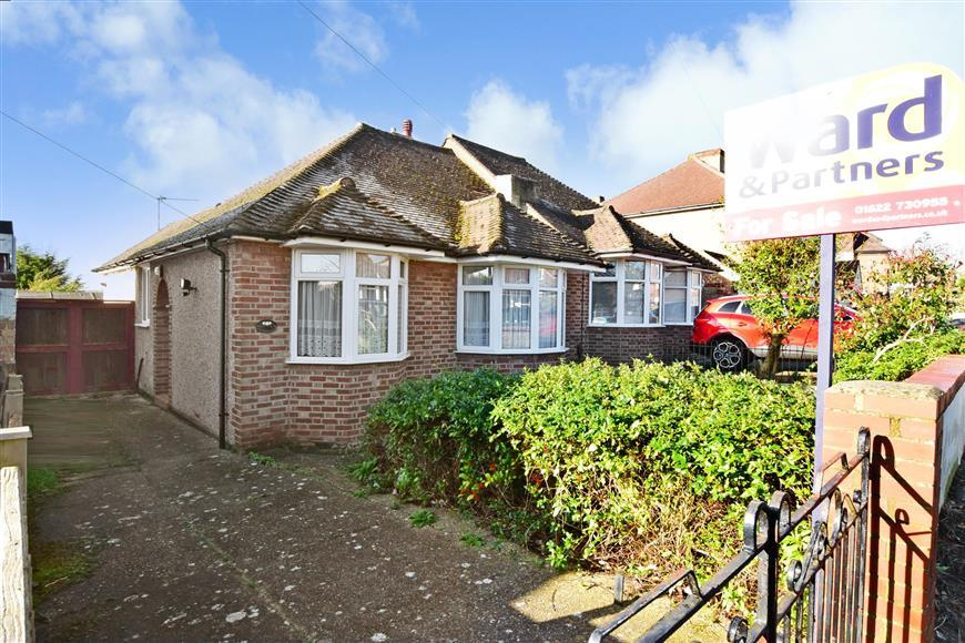 2 Bedrooms Semi Detached Bungalow for sale in Royston Road, Maidstone, Kent
