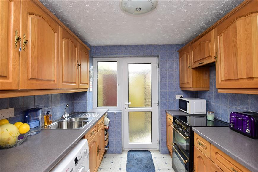 3 Bedrooms Terraced House for sale in Hirst Close, Dover, Kent
