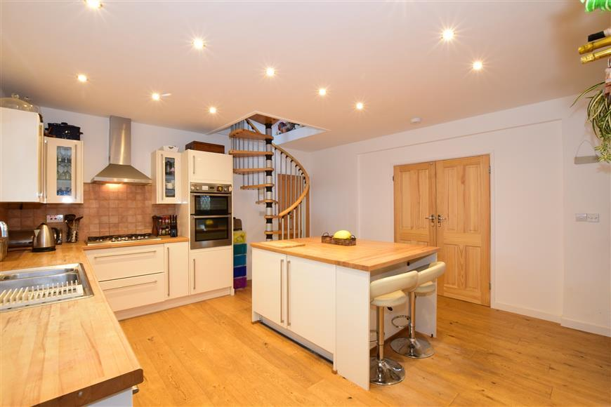 4 Bedrooms Detached Bungalow for sale in Woodland Road, Selsey, Chichester, West Sussex
