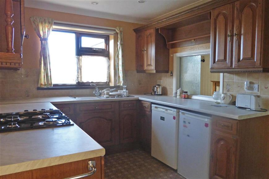 3 Bedrooms Bungalow for sale in Southdown Road, Halfway, Sheerness, Kent
