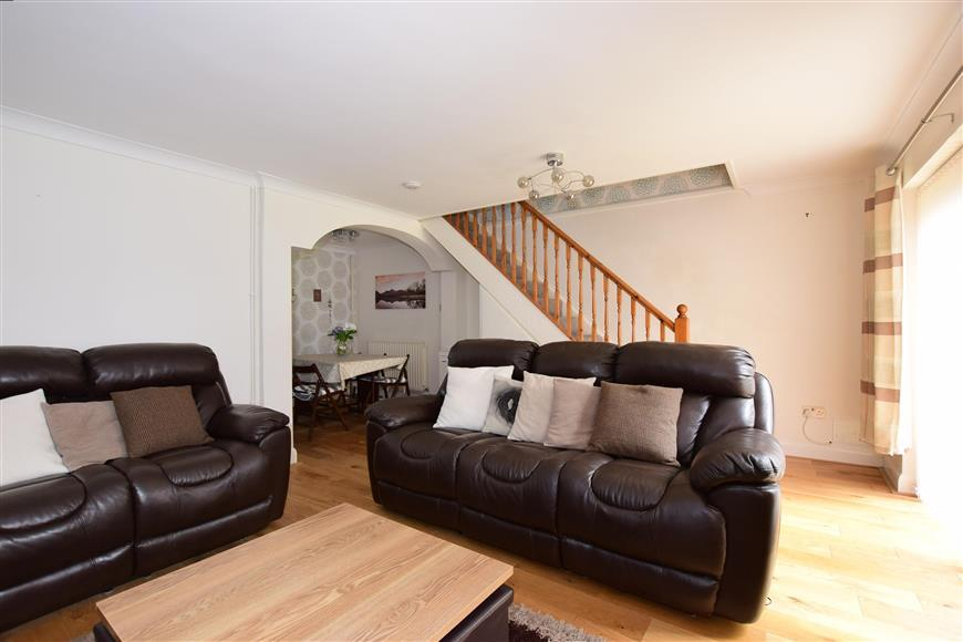 3 Bedrooms Semi Detached House for sale in Arundel Close, Lords Wood, Chatham, Kent