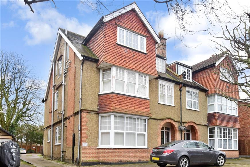 1 Bedroom Ground Flat for sale in Camborne Road, South Sutton, Surrey