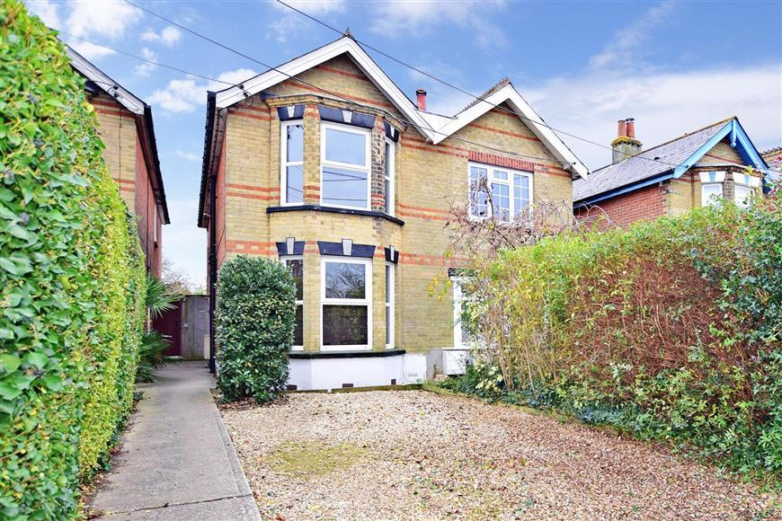3 Bedrooms Semi Detached House for sale in Church Road, Gurnard, Cowes, Isle of Wight