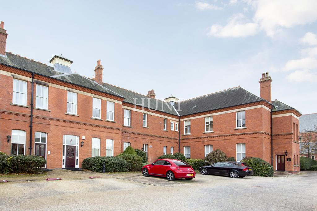 2 Bedrooms Apartment Flat for sale in Repton Park, Woodford Green, Essex IG8