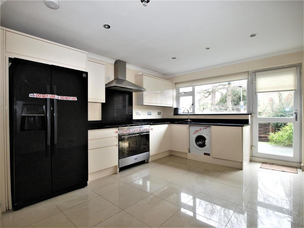 4 Bedrooms Town House for sale in Bracken Hill Close, Bromley, BR1