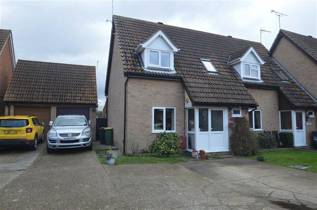 3 Bedrooms Semi Detached House for sale in Moorcroft, Ashingdon, Essex