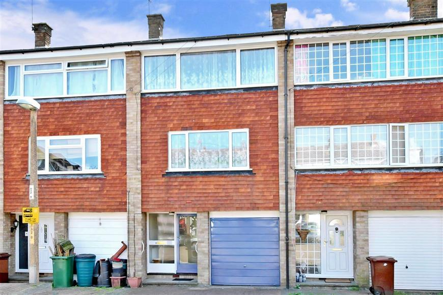 3 Bedrooms Town House for sale in Beverley Close, Rainham, Gillingham, Kent