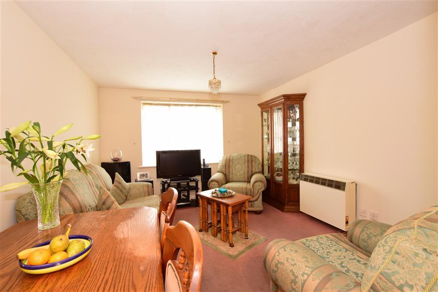 1 Bedroom Ground Flat for sale in Fenman Gardens, Goodmayes, Ilford, Essex