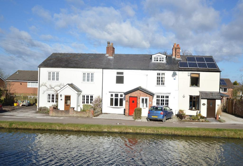2 Bedrooms Terraced House for sale in Canal Bank, Lymm