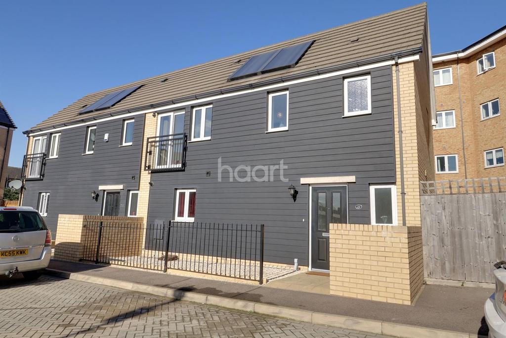 3 Bedrooms Semi Detached House for sale in Foxfield Close, West Thurrock, Grays