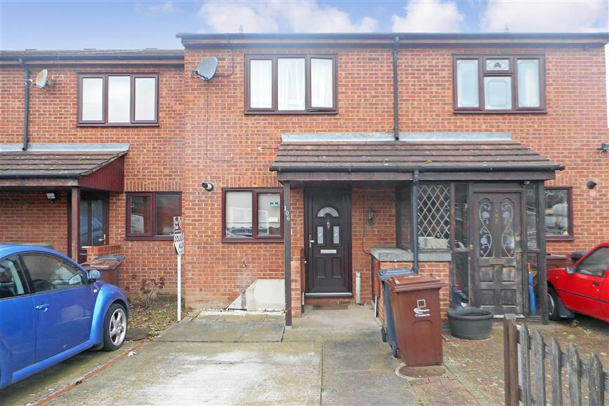 2 Bedrooms Terraced House for sale in Gregory Road, Chadwell Heath, Essex