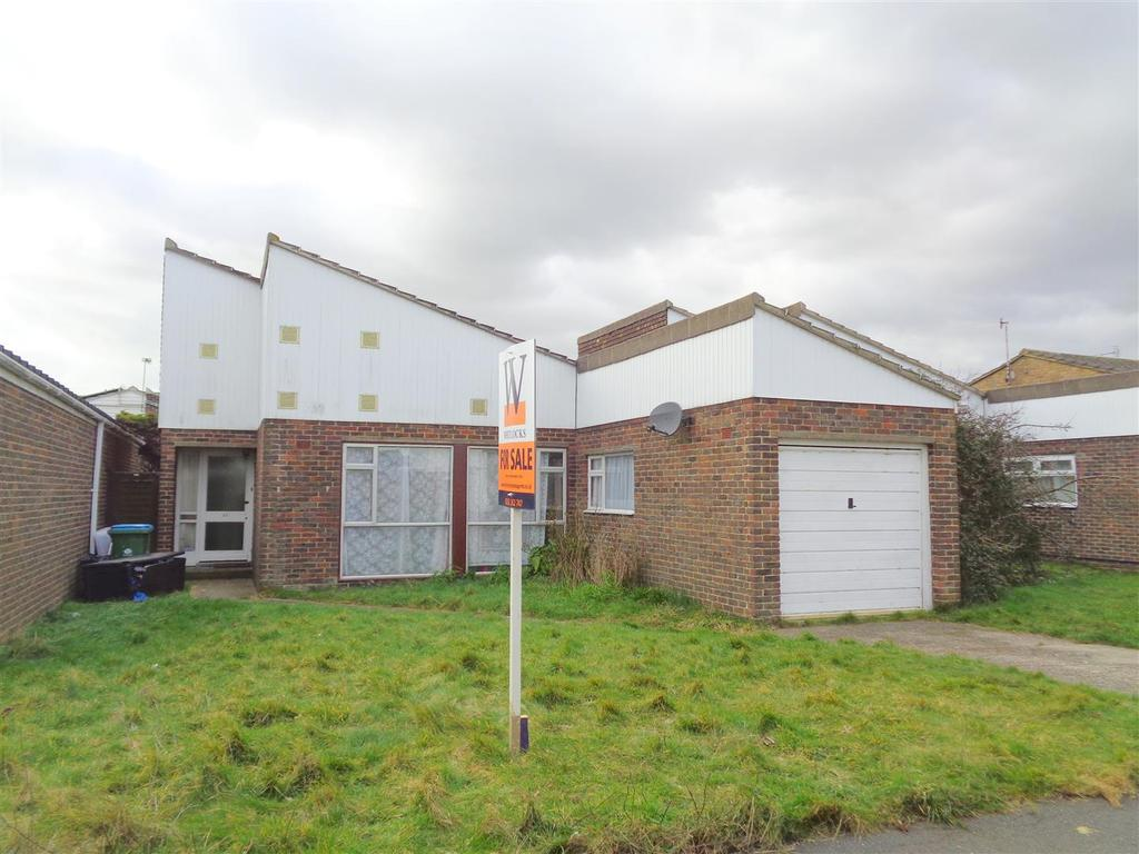 2 Bedrooms Detached Bungalow for sale in Conway Drive, Pagham
