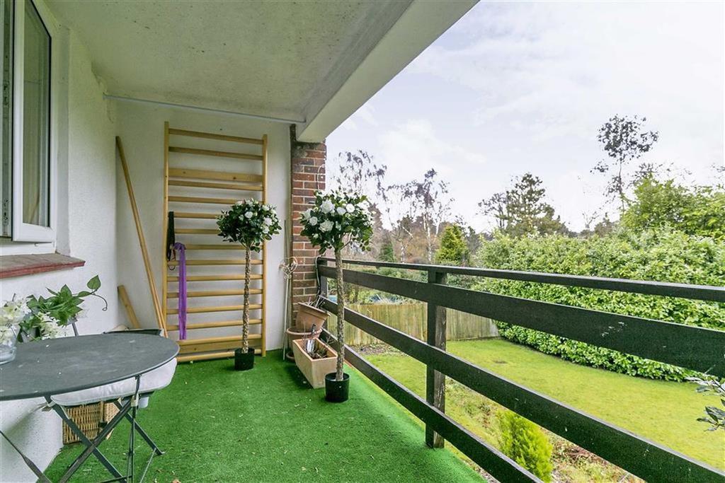 2 Bedrooms Maisonette Flat for sale in Lower Hill Road, Epsom, Surrey