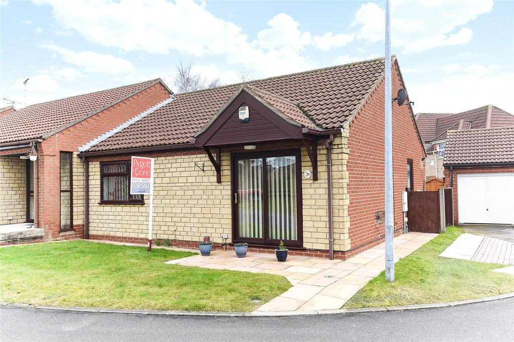 2 Bedrooms Semi Detached Bungalow for sale in Meadowlake Close, Lincoln, LN6