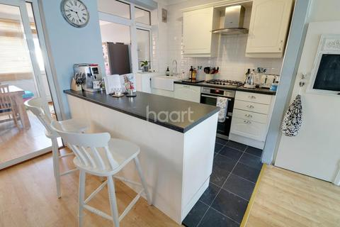 3 bedroom terraced house for sale - Ascot Close, Hainault