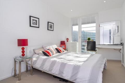 1 bedroom property to rent - Juniper Drive, London, Greater London. SW18 1TT