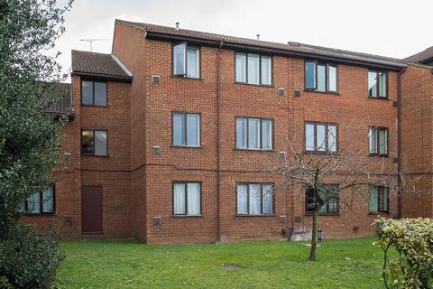 1 bedroom flat for sale - The Lawns, Old Bath Road, Colnbrook, SL3