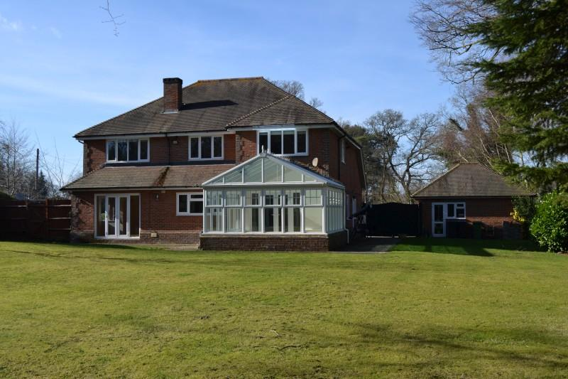 5 Bedrooms Detached House for sale in Pond Road, Hook Heath, Woking