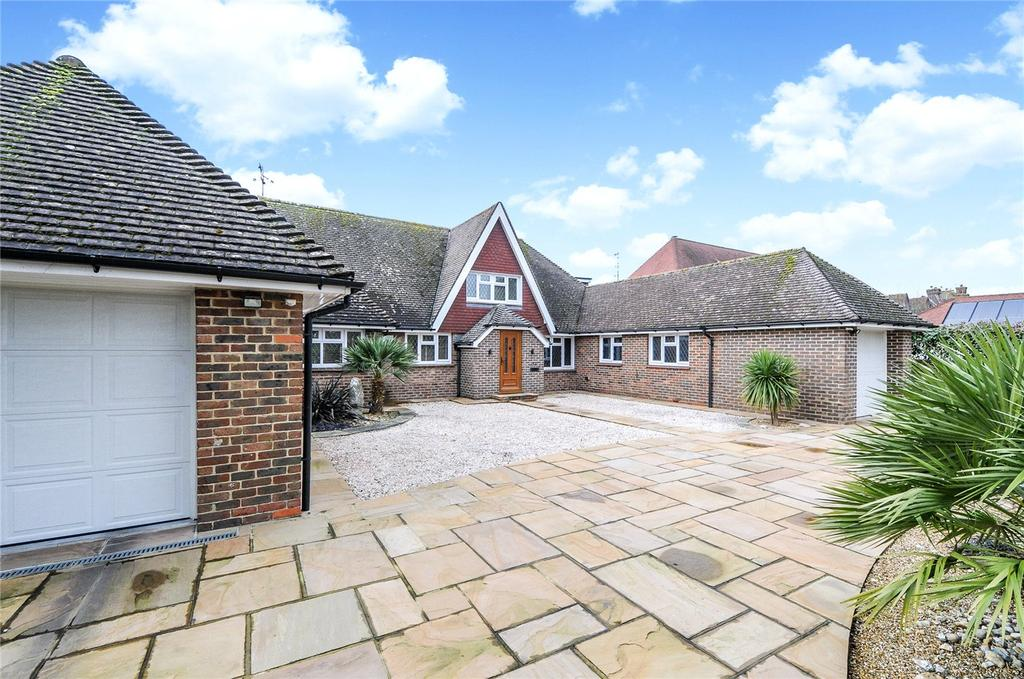 4 Bedrooms Detached House for sale in Ferringham Lane, Ferring, West Sussex, BN12