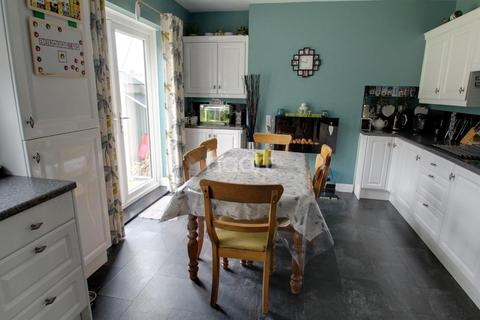 3 bedroom semi-detached house for sale - Colchester Road, Leicester LE5