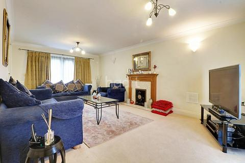 4 bedroom detached house for sale - Compton Avenue, Wembley