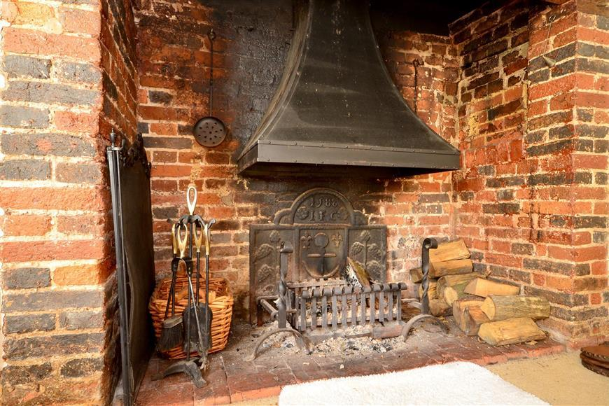 2 Bedrooms End Of Terrace House for sale in Wilsley Green, Cranbrook, Kent