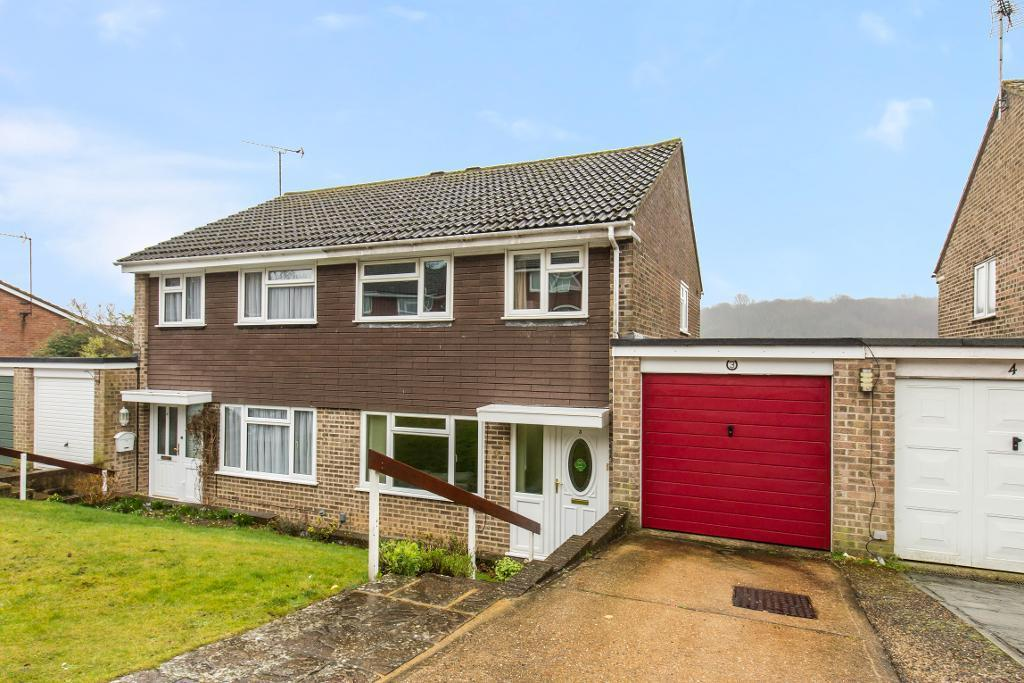 3 Bedrooms Semi Detached House for sale in Osprey Gardens, South Croydon, Surrey, CR2 8TB