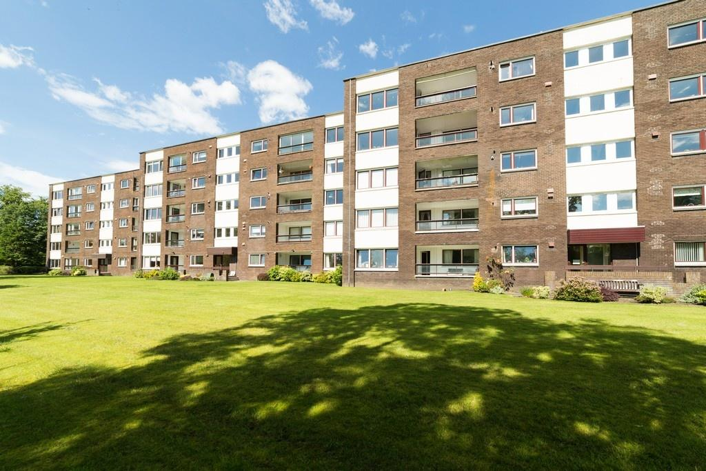 3 Bedrooms Apartment Flat for sale in 19 Beechlands Avenue, Netherlee, G44 3YT