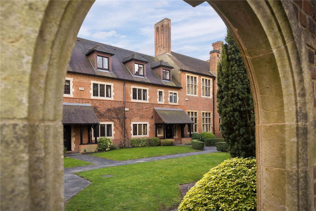4 Bedrooms Terraced House for sale in Oldfield Wood, Woking, Surrey, GU22