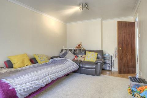 2 bedroom flat for sale - Vicars Bridge Close, Wembley