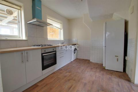 3 bedroom semi-detached house to rent - Tomswood Hill, IG6