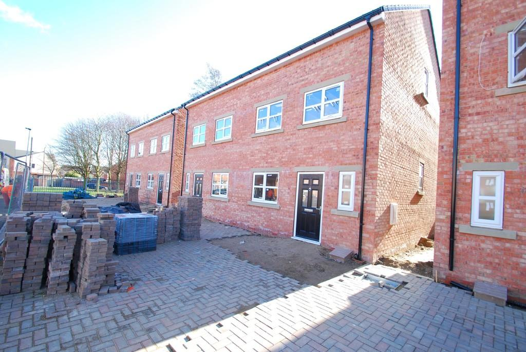 3 Bedrooms Semi Detached House for sale in Providence Street, Wombwell S73