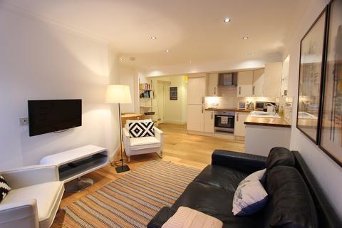 2 bedroom flat to rent - New Assembly Close, 142 High Street, Edinburgh