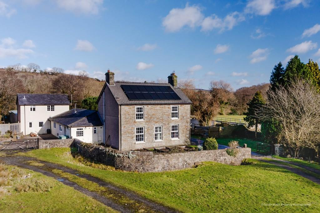5 Bedrooms Farm House Character Property for sale in Green Meadow Farm, Ystrad Waun, Pencoed, Bridgend, Bridgend County Borough, CF35 6PW.