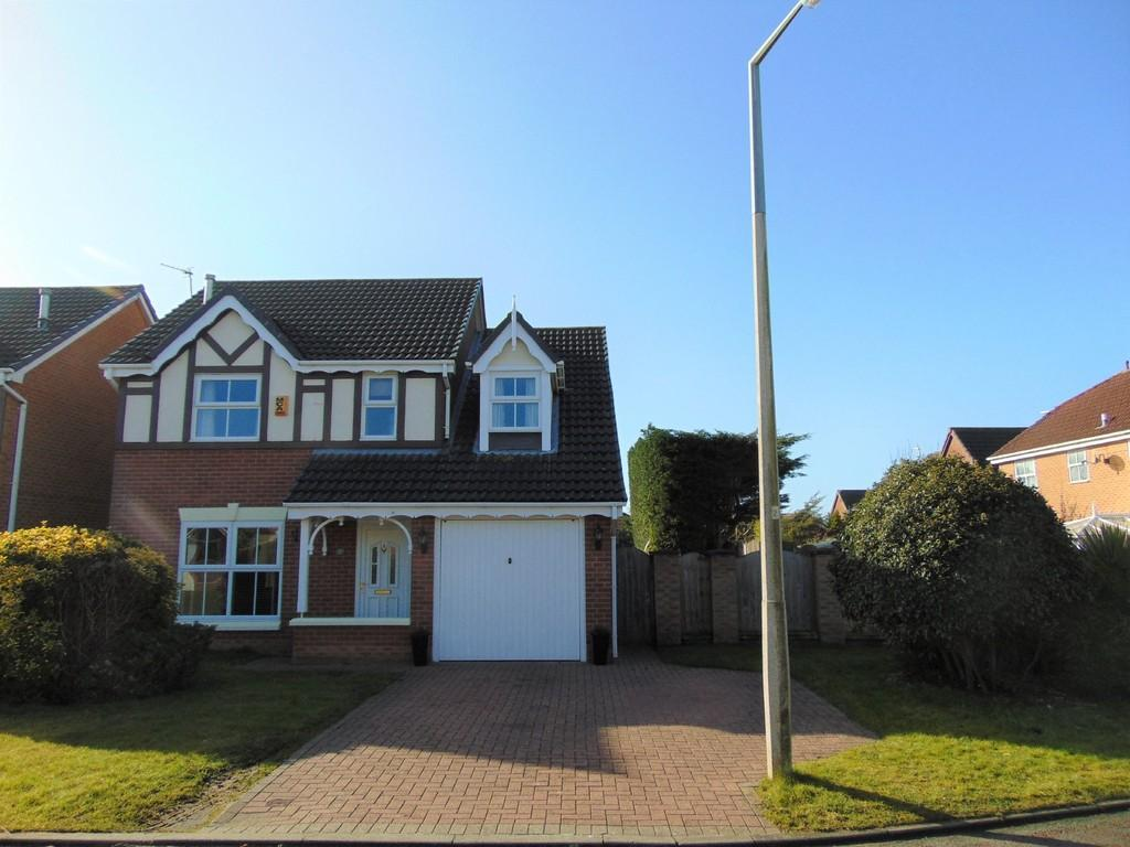 4 Bedrooms Detached House for sale in Turnberry Close, Moreton