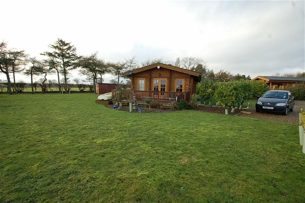 2 Bedrooms Chalet House for sale in Little Eden Country Park, Bridlington, East Yorkshire, YO15