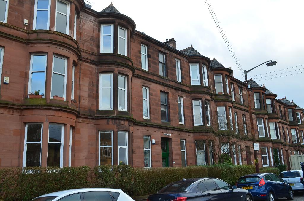 2 Bedrooms Flat for sale in Fergus Drive, Flat 0/1, North Kelvinside, Glasgow, G20 6AQ