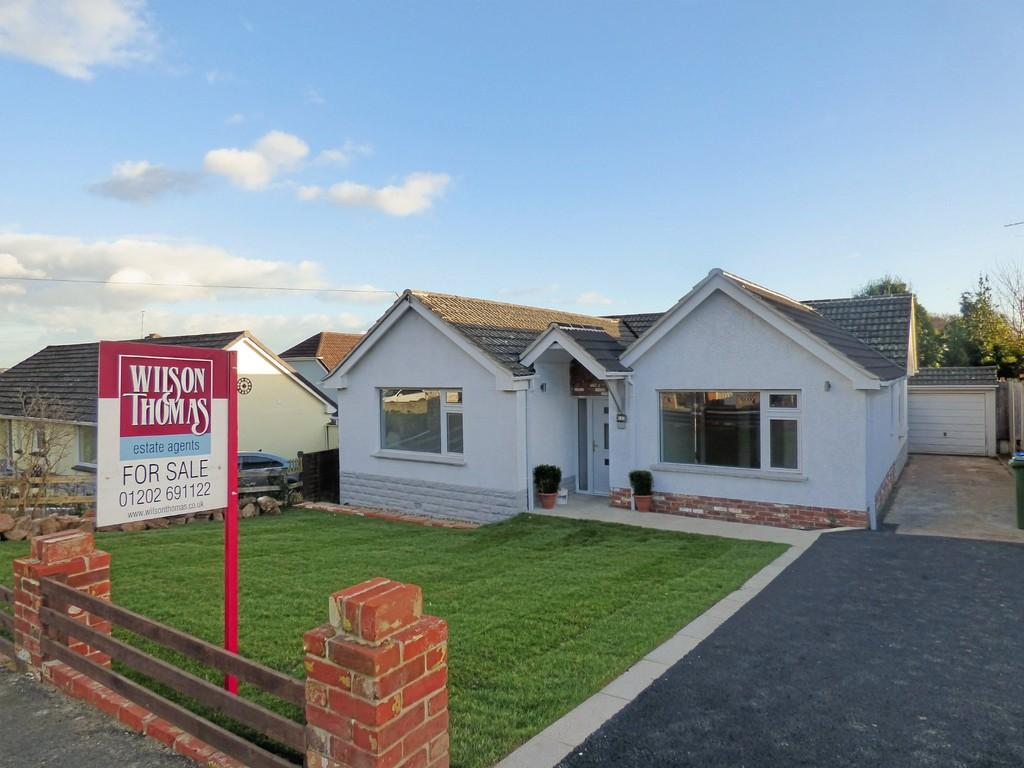 3 Bedrooms Detached Bungalow for sale in Lytham Road, Broadstone