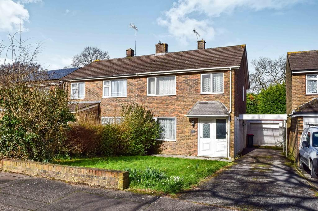 3 Bedrooms Semi Detached House for sale in Burwash Road, Furnace Green