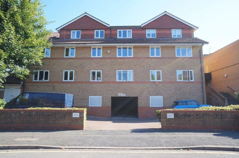 1 Bedroom Flat for sale in Hunters Lodge, Manor Road, DA15 7JT