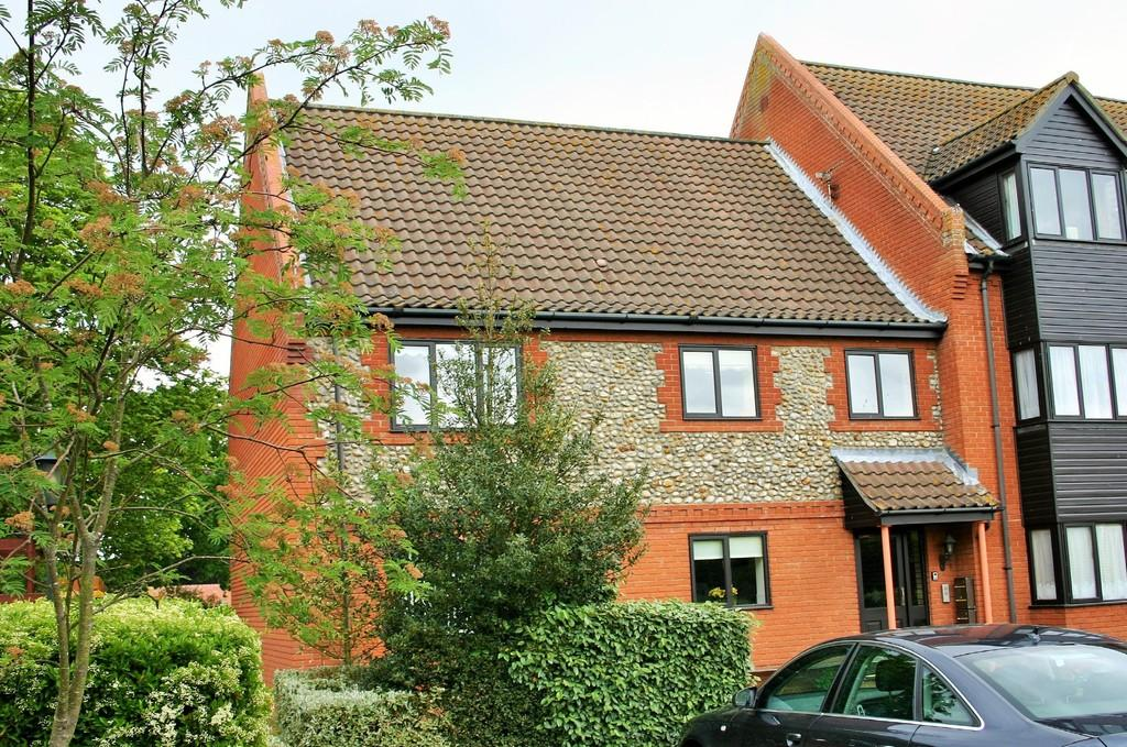 2 Bedrooms Flat for sale in Holt