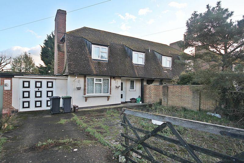 3 Bedrooms Semi Detached House for sale in The Avenue, Flitwick